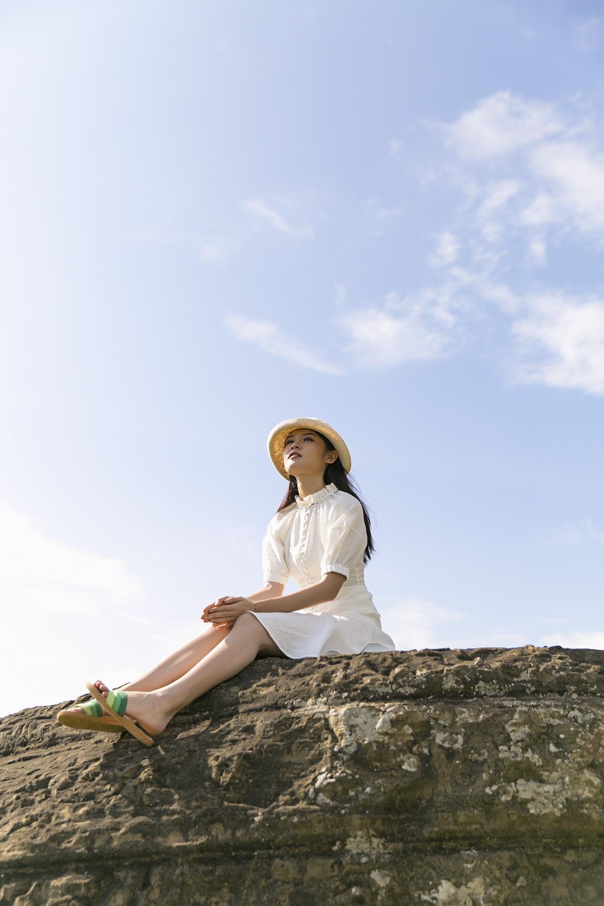 Không chỉ giỏi tiếng Anh, Thùy Dung còn trổ tài hát tiếng Nhật trong clip quảng bá vẻ đẹp biển đảo Việt Nam - Ảnh 4.