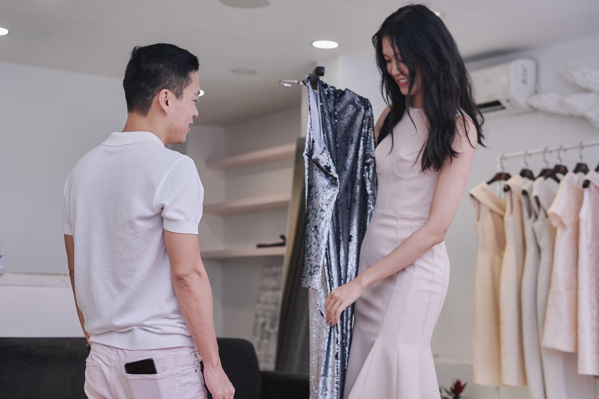 Kỳ Duyên ngày một ra dáng fashion icon, đọ sắc với Phạm Hương trong buổi thử đồ của NTK Adrian Anh Tuấn - Ảnh 13.