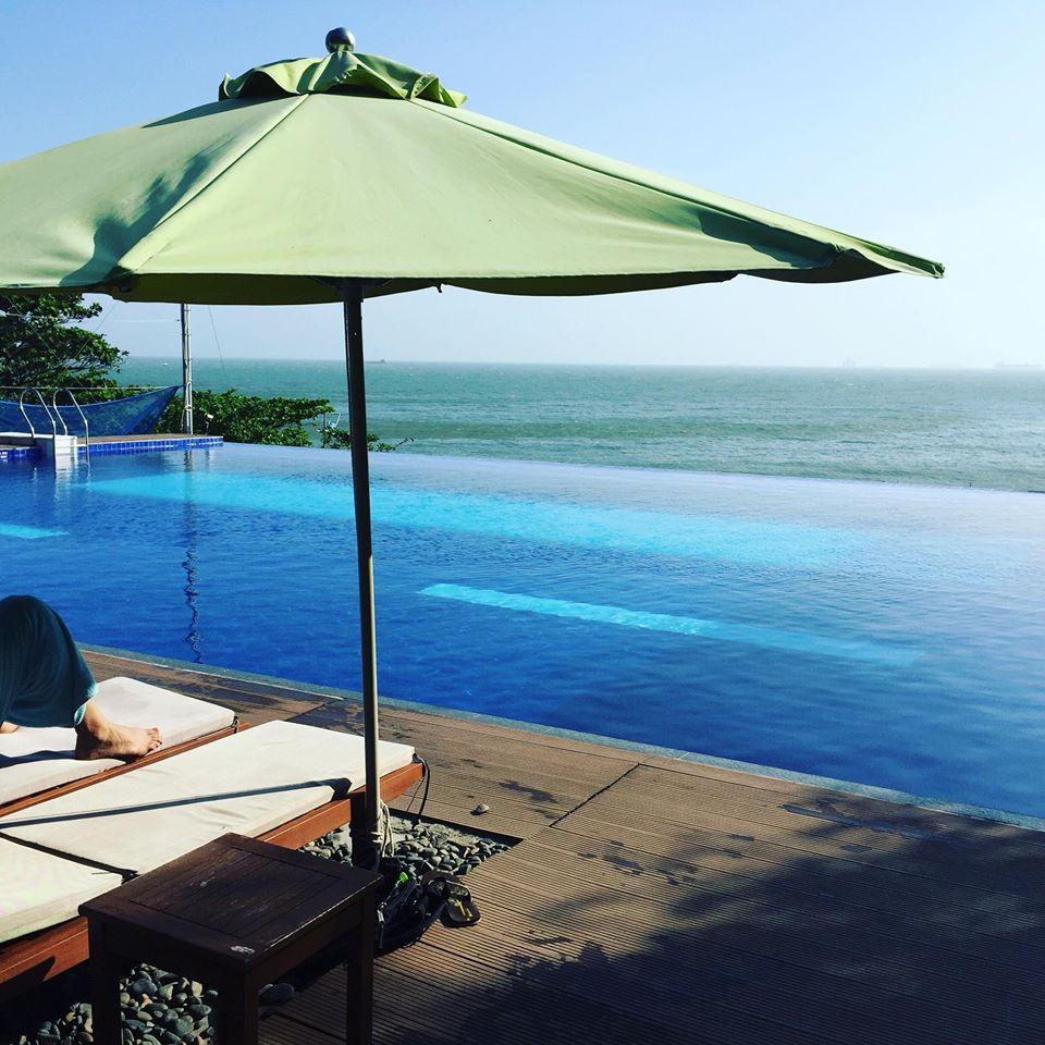 Bạn sẽ mê mẩn 3 hồ bơi tràn bờ biển siêu đẹp và rất gần Sài Gòn này mất! - Ảnh 2.