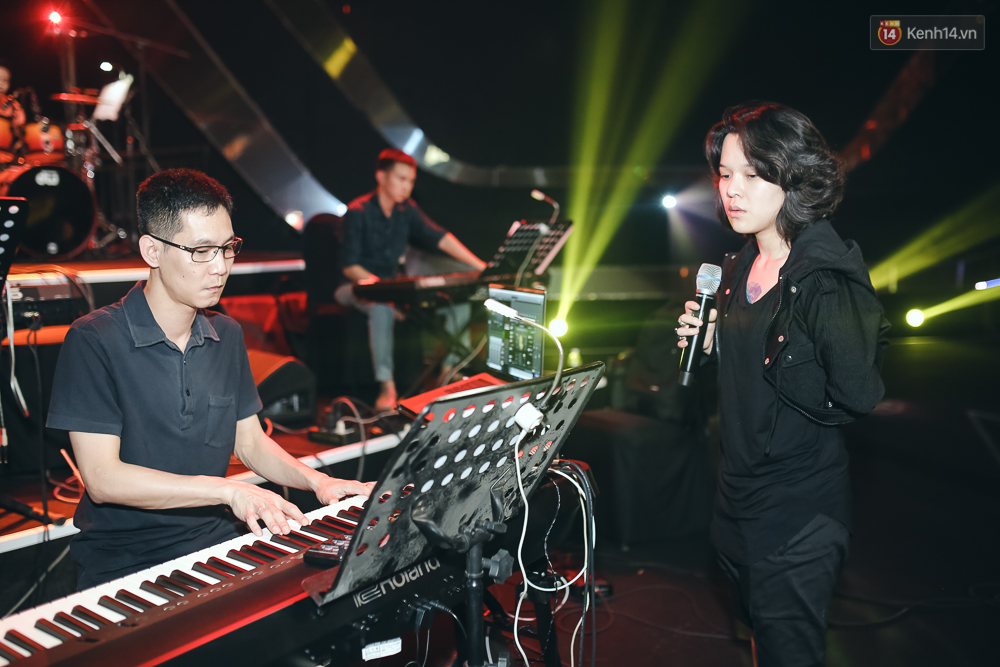 Diva Hồng Nhung gây xúc động, trình diễn như lên đồng tại buổi tổng duyệt Gala WeChoice Awards 2016 - Ảnh 5.