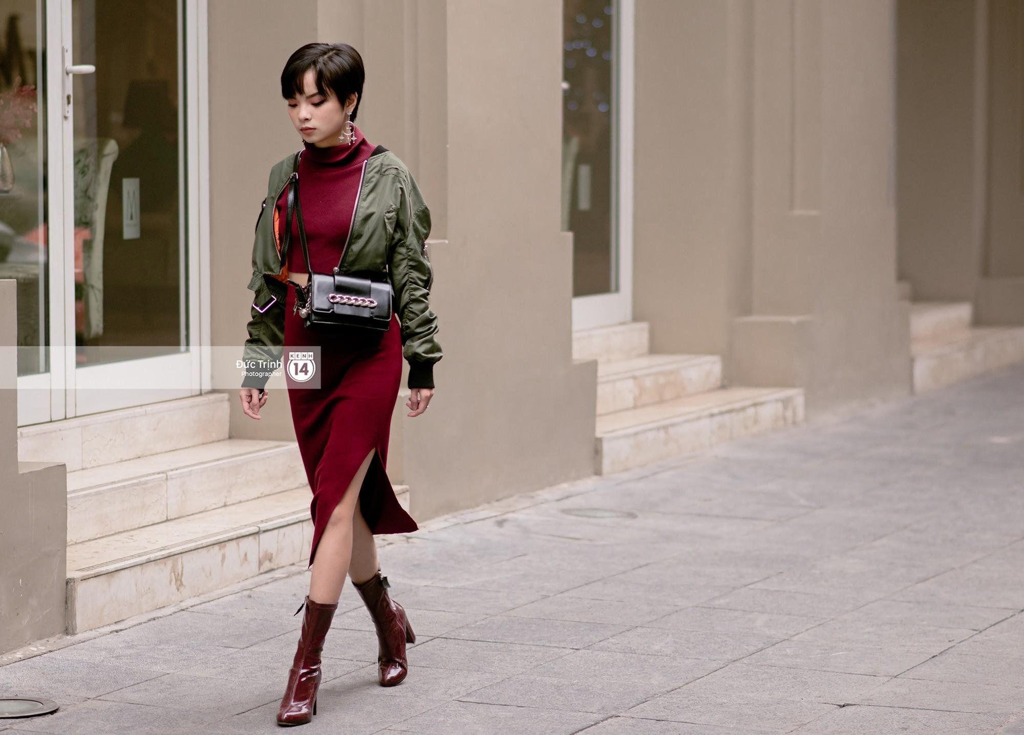 Street style 2 miền: biker jacket, màu đỏ và chân váy mini là 3 thần chú trong từ điển mix đồ của giới trẻ - Ảnh 4.