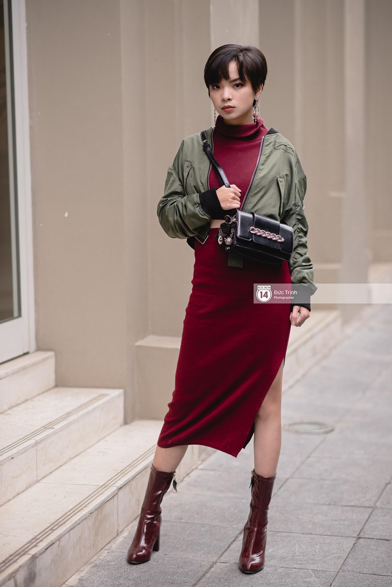 Street style 2 miền: biker jacket, màu đỏ và chân váy mini là 3 thần chú trong từ điển mix đồ của giới trẻ - Ảnh 3.
