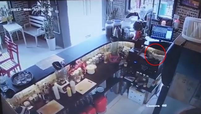 Cô gái trẻ đi làm 10 ngày trộm tiền 4 lần nhưng vẫn đòi lương và cách xử lý gây tranh cãi của anh chủ quán cafe - Ảnh 2.