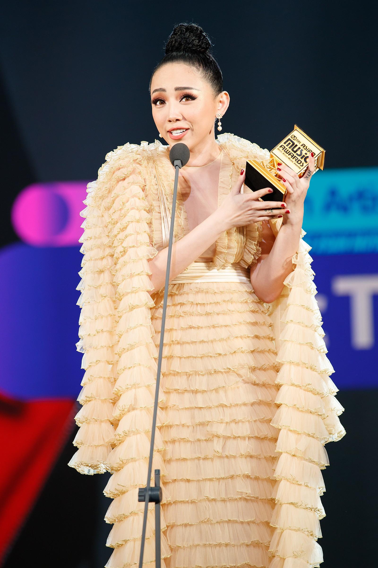 Sau Noo Phước Thịnh, Tóc Tiên chiến thắng giải Best Asian Artist in Vietnam của MAMA 2017 - Ảnh 3.