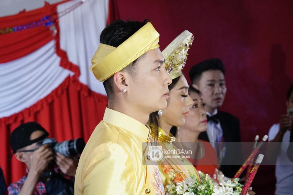 Lâm Khánh Chi đã về đến nhà chồng, cùng chú rể làm lễ vái gia tiên tại Vũng Tàu - Ảnh 2.