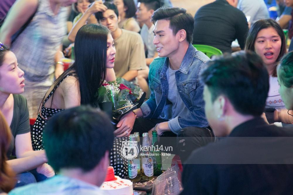 Clip: Chúng Huyền Thanh bất ngờ được bạn trai cầu hôn giữa phố Tây - Bùi Viện - Ảnh 11.