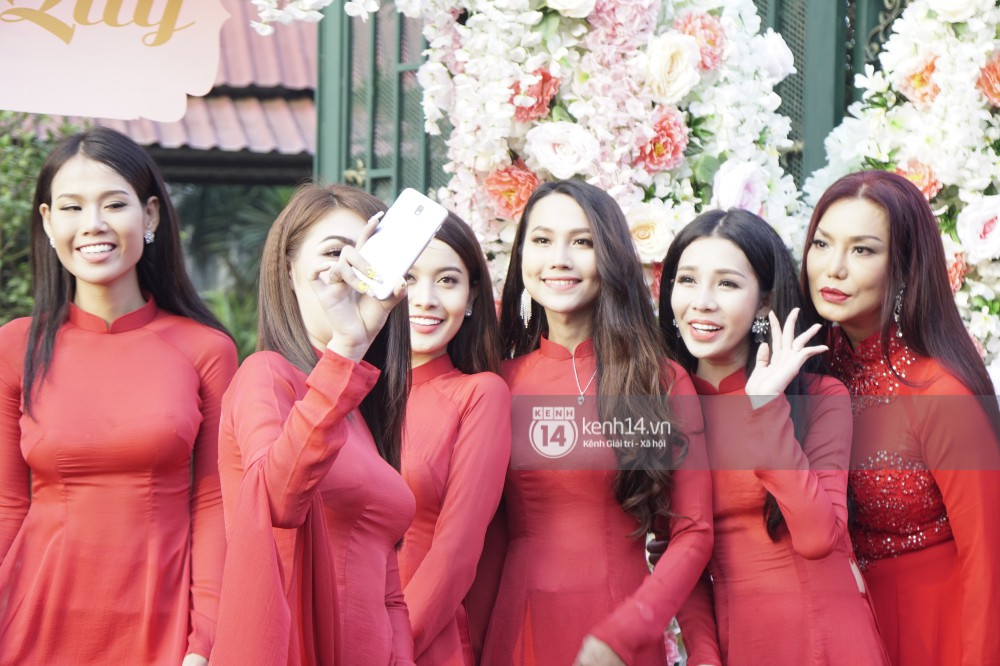 Clip độc quyền: Dàn phù dâu chuyển giới xinh đẹp gửi lời chúc mừng đám cưới đến công chúa Lâm Khánh Chi - Ảnh 4.