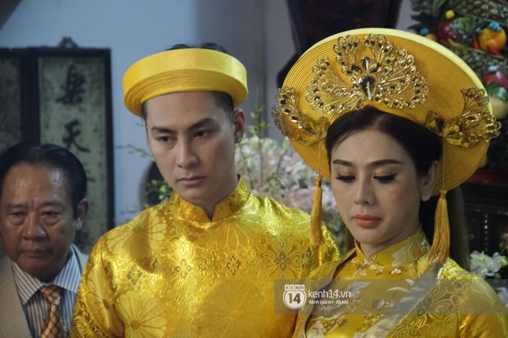 Clip: Khoảnh khắc trao nhẫn trong ngày hạnh phúc của Lâm Khánh Chi, cô dâu chú rể đeo vàng nặng trĩu cổ - Ảnh 2.