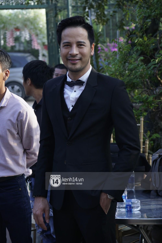 Lâm Khánh Chi diện áo dài vàng nổi bật, hạnh phúc trong ngày lên xe hoa với chú rể kém 8 tuổi - Ảnh 9.