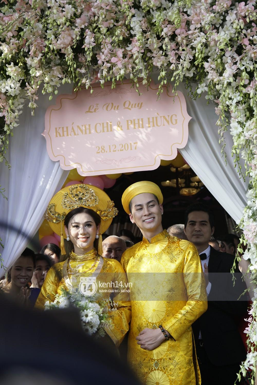 Lâm Khánh Chi chơi lớn thay đến 5 bộ váy tà dài quét đất chẳng khác nào đi thảm đỏ sự kiện trong đám cưới - Ảnh 1.