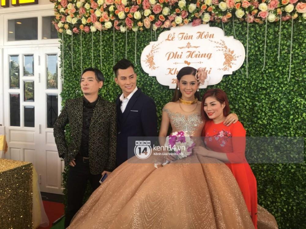 Lâm Khánh Chi hôn đắm đuối chú rể, thay váy đỏ nổi bần bật như công chúa trong lễ cưới - Ảnh 17.