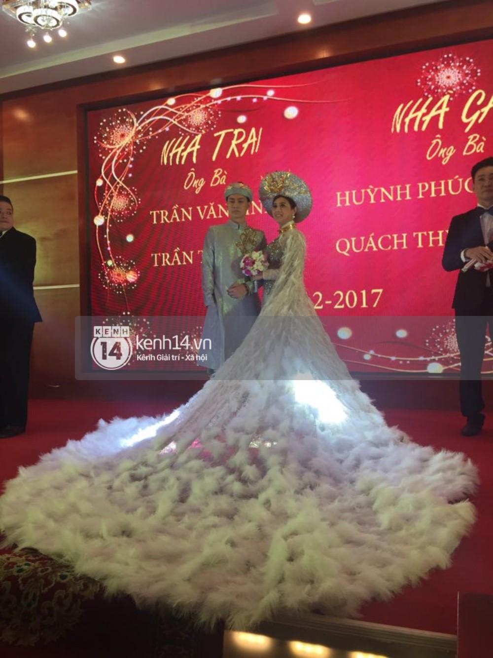 Lâm Khánh Chi chơi lớn thay đến 5 bộ váy tà dài quét đất chẳng khác nào đi thảm đỏ sự kiện trong đám cưới - Ảnh 10.