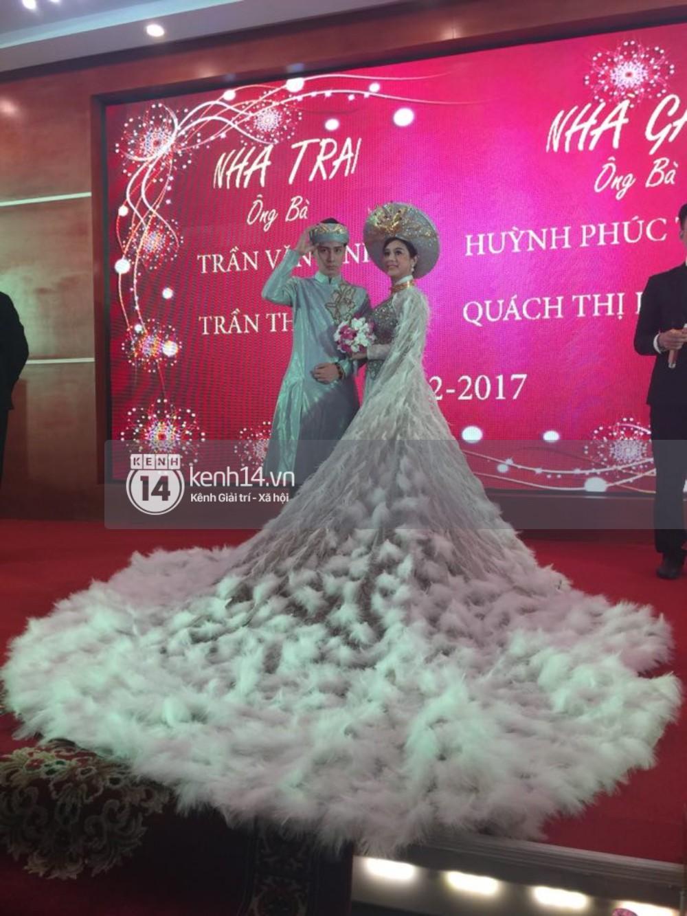 Lâm Khánh Chi hôn đắm đuối chú rể, thay váy đỏ nổi bần bật như công chúa trong lễ cưới - Ảnh 9.