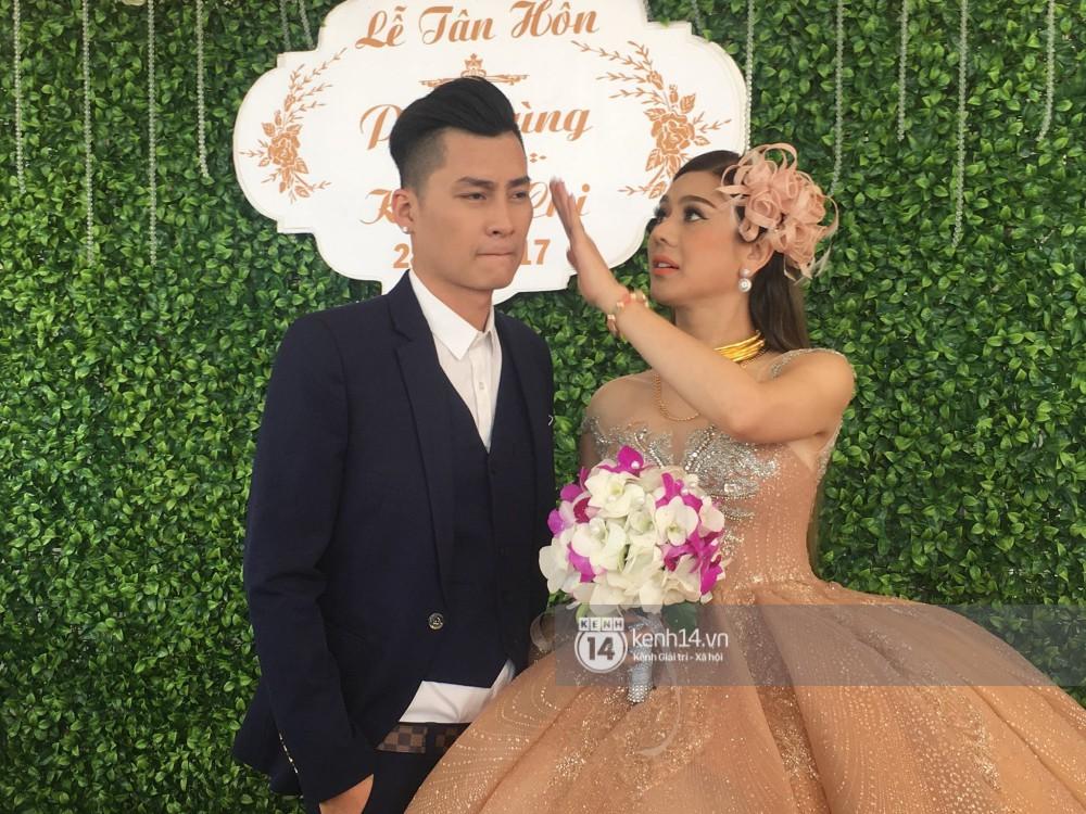 Lâm Khánh Chi chơi lớn thay đến 5 bộ váy tà dài quét đất chẳng khác nào đi thảm đỏ sự kiện trong đám cưới - Ảnh 6.