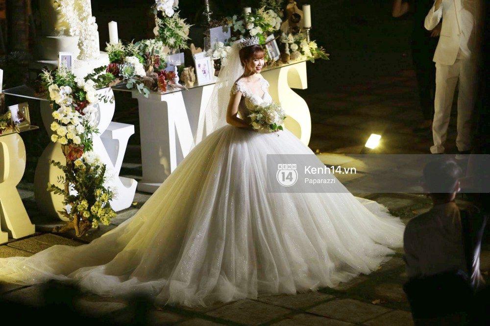Chiếc váy to và lộng lẫy đã biến Khởi My thành công chúa trong đám cưới cổ tích với Kelvin Khánh - Ảnh 1.