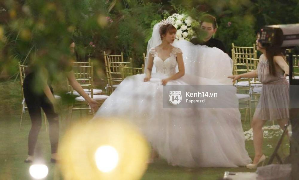 Chiếc váy to và lộng lẫy đã biến Khởi My thành công chúa trong đám cưới cổ tích với Kelvin Khánh - Ảnh 4.