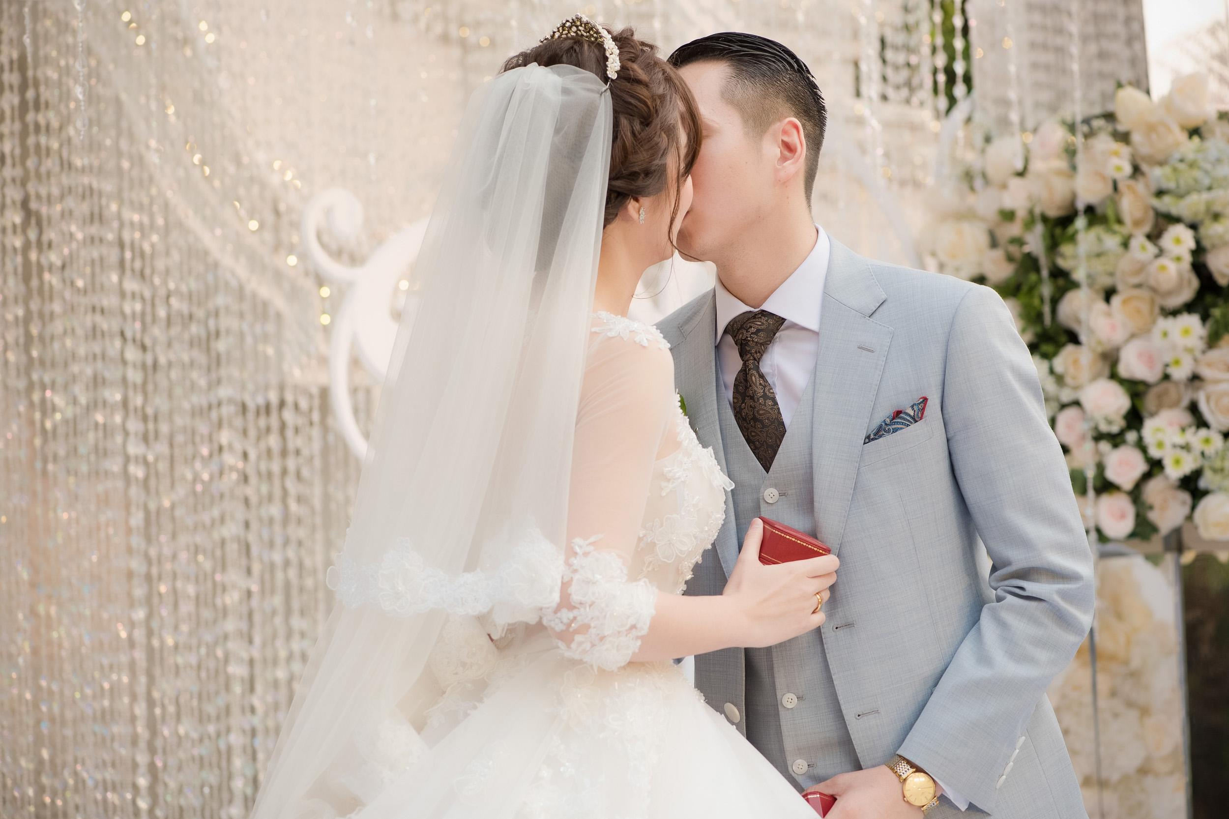 Tú Linh bật khóc cảm ơn bố mẹ chồng trong đám cưới - Ảnh 8.