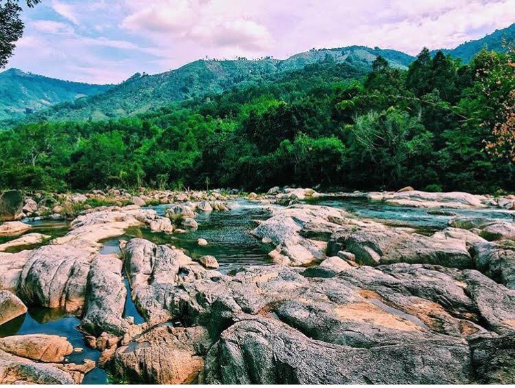 Những con đường giữa biển đẹp mê hồn ở Việt Nam mà bạn chưa biết tới - Ảnh 34.