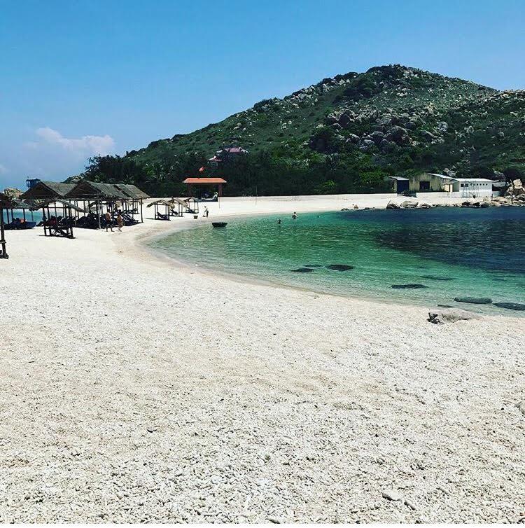 Những con đường giữa biển đẹp mê hồn ở Việt Nam mà bạn chưa biết tới - Ảnh 4.