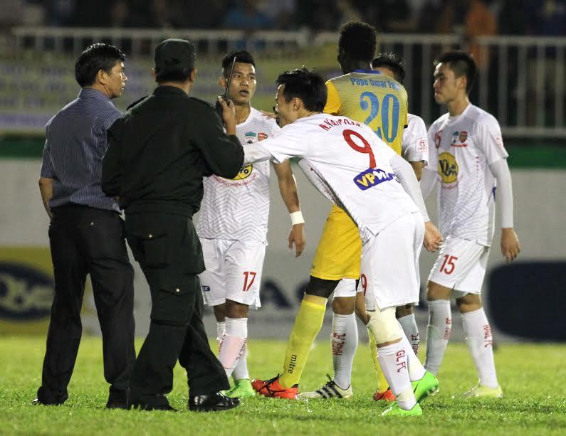 Hành động cứu trận đấu của Văn Toàn được đề cử giải Fair-play 2017 - Ảnh 2.