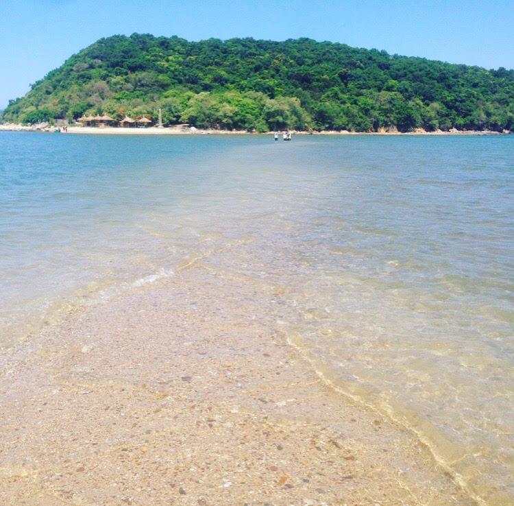 Những con đường giữa biển đẹp mê hồn ở Việt Nam mà bạn chưa biết tới - Ảnh 42.