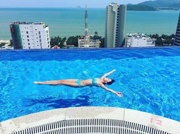 Bạn sẽ mê mẩn 3 hồ bơi tràn bờ biển siêu đẹp và rất gần Sài Gòn này mất! - Ảnh 33.