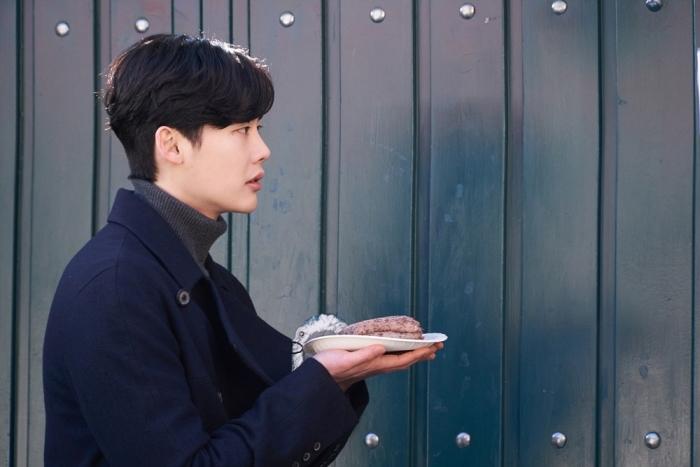 Không còn nhận ra Lee Jong Suk trong tạo hình sốc nhất sự nghiệp - Ảnh 11.