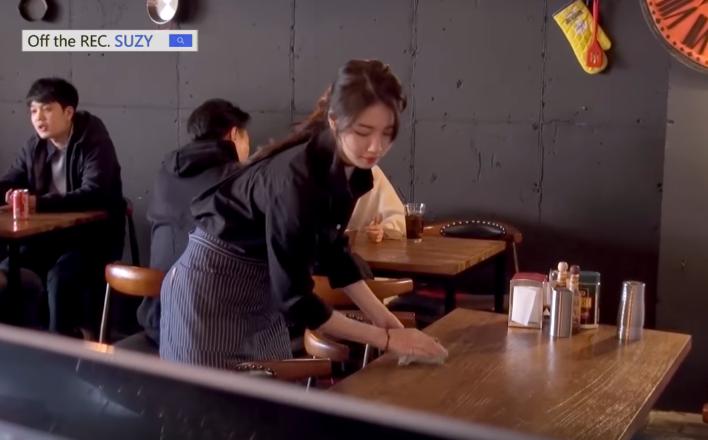Là sao hạng A, Suzy vẫn sẵn sàng làm bồi bàn để giúp đỡ bạn - Ảnh 5.