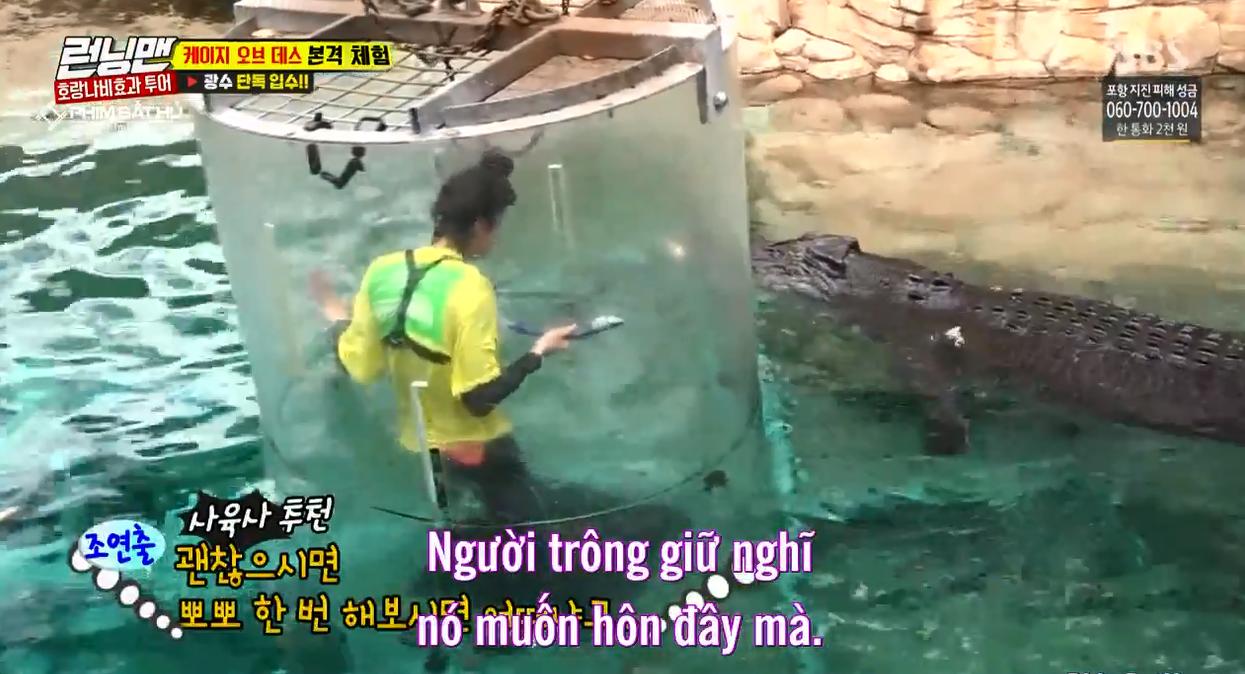 Sợ hãi tột độ, Lee Kwang Soo vẫn dành cho nàng cá sấu này 1 nụ hôn! - Ảnh 7.
