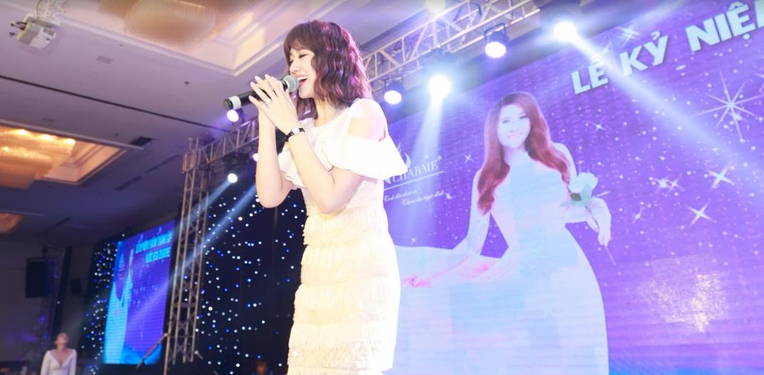 Dàn sao Việt hội tụ trong sự kiện tri ân khách hàng của nhãn hiệu nước hoa Charme - Ảnh 2.