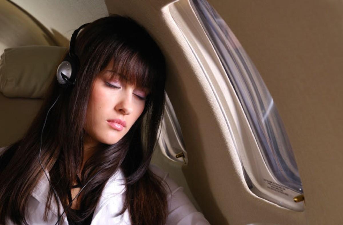 Đi máy bay, tuyệt đối đừng ngủ khi cất cánh và hạ cánh! Đây là lý do - Ảnh 1.