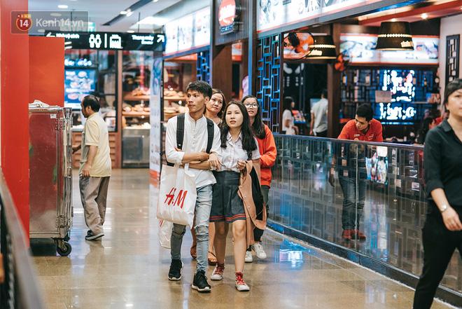 Khám phá 3 trung tâm thương mại lớn nhất Sài Gòn là thấy giới trẻ đang thích ăn gì, chơi gì? - Ảnh 13.