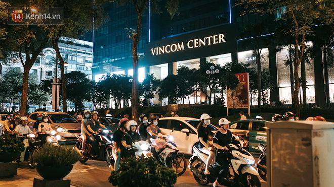 Khám phá 3 trung tâm thương mại lớn nhất Sài Gòn là thấy giới trẻ đang thích ăn gì, chơi gì? - Ảnh 1.