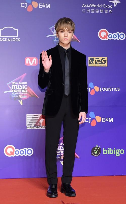 Cập nhật thảm đỏ MAMA Hồng Kông: Kim Yoo Jung chiếm trọn sự chú ý, em út Red Velvet hở bạo - Ảnh 12.