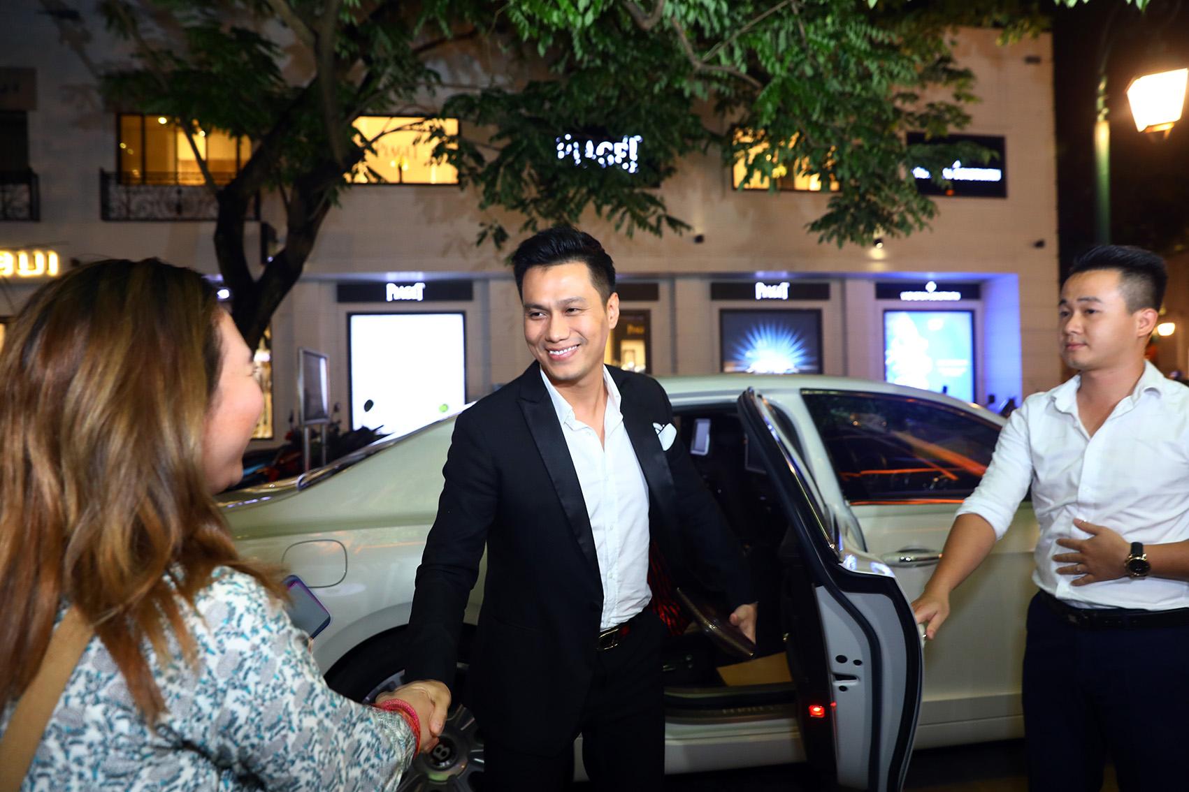 Việt Anh Người Phán Xử thể hiện độ chịu chi khi sắm xe siêu sang Bentley có giá hơn 10 tỷ đồng - Ảnh 3.