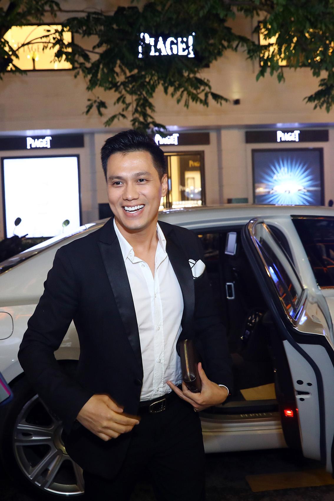 Việt Anh Người Phán Xử thể hiện độ chịu chi khi sắm xe siêu sang Bentley có giá hơn 10 tỷ đồng - Ảnh 4.