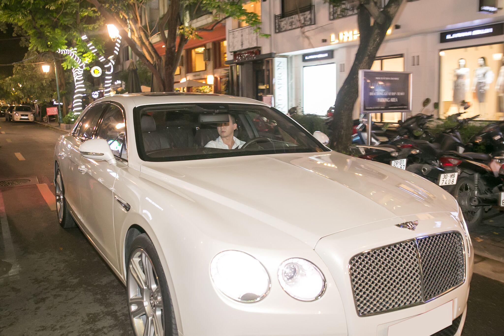 Việt Anh Người Phán Xử thể hiện độ chịu chi khi sắm xe siêu sang Bentley có giá hơn 10 tỷ đồng - Ảnh 1.