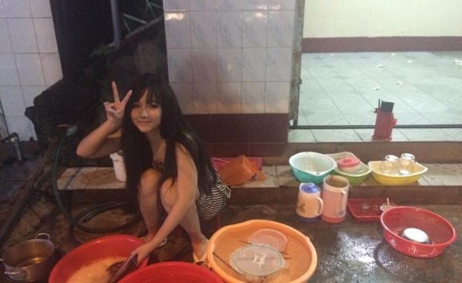 Hot girl rửa bát Việt Nam bất ngờ được báo Hàn, Singapore khen ngợi hết lời - Ảnh 4.