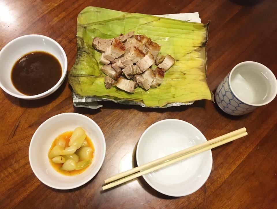 Bạn đã biết đến cửa hàng thịt quay lâu đời bậc nhất ở Hà Nội chưa? - Ảnh 3.