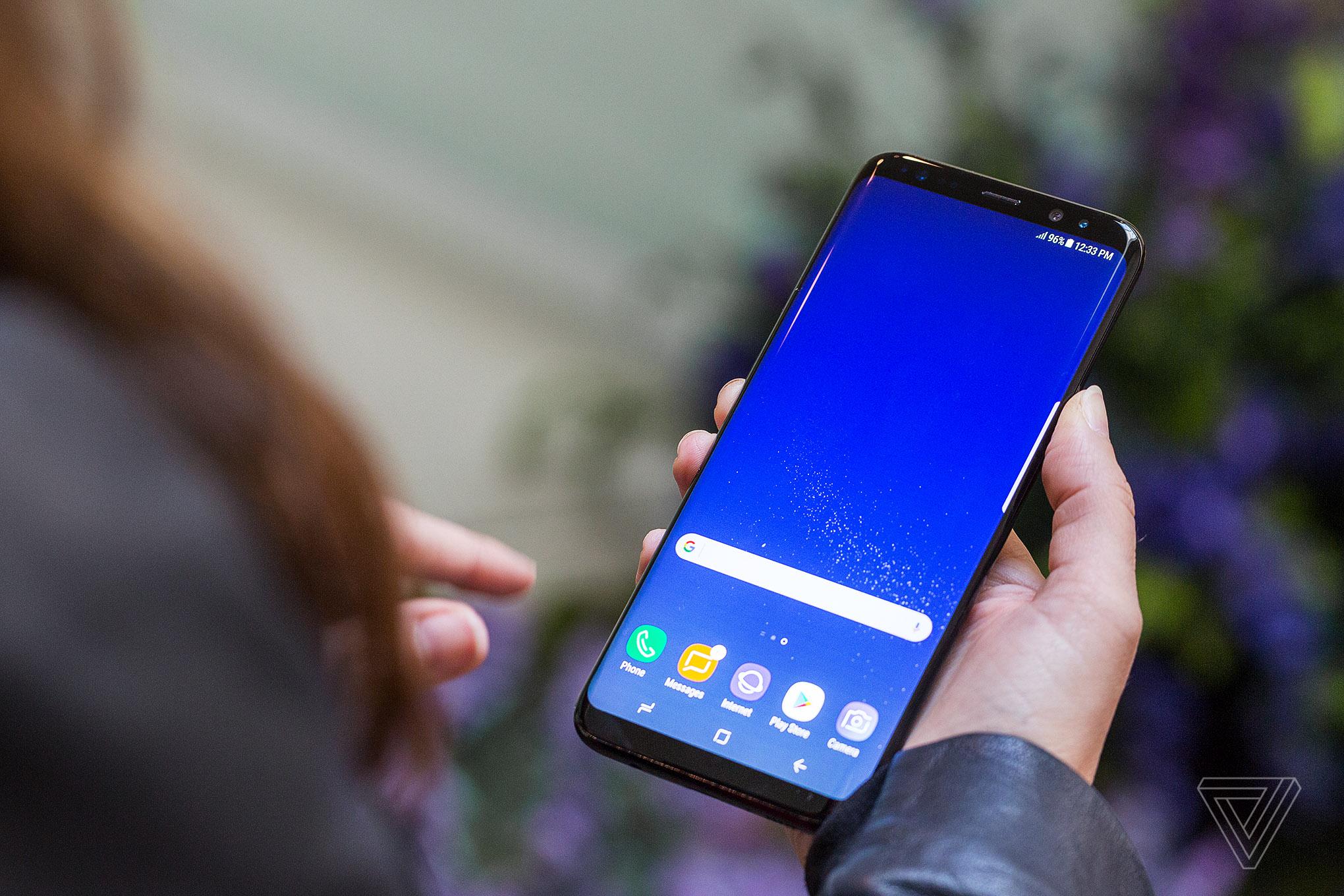 Ai ai cũng nói Galaxy S8 có màn hình tràn vô cực, vậy nó là gì? - Ảnh 2.
