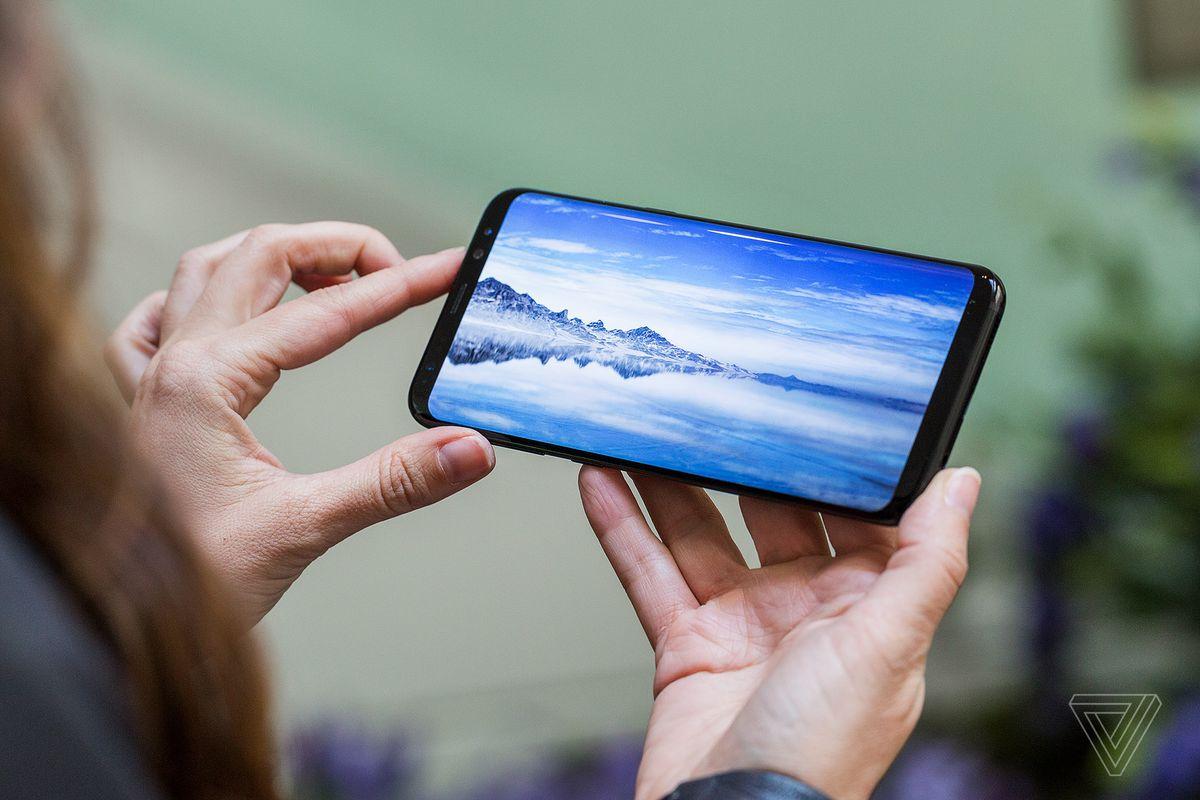 Ai ai cũng nói Galaxy S8 có màn hình tràn vô cực, vậy nó là gì? - Ảnh 1.