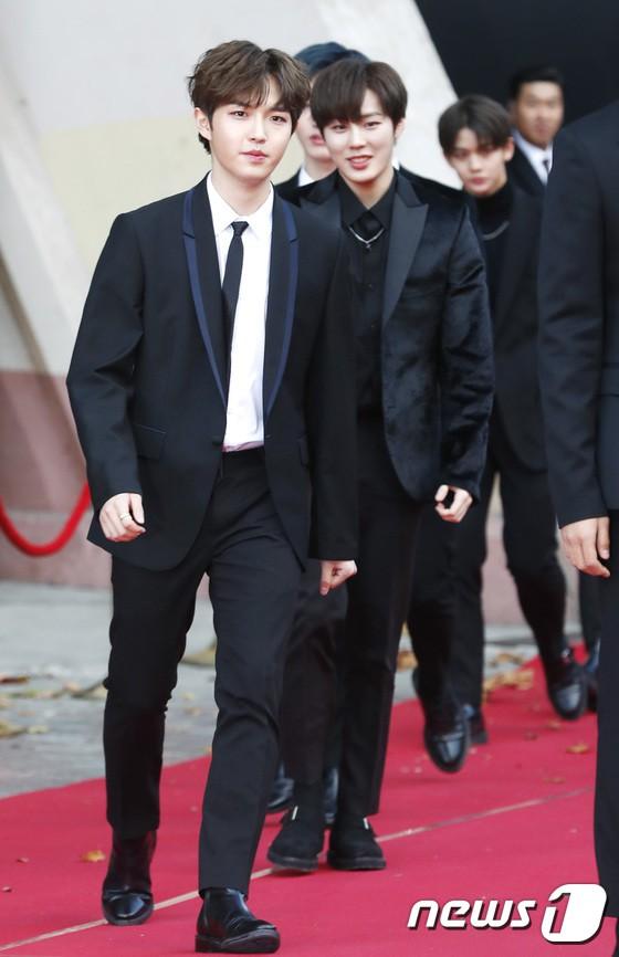 Asia Artist Awards bê cả showbiz lên thảm đỏ: Yoona, Suzy lép vế trước Park Min Young, hơn 100 sao Hàn lộng lẫy đổ bộ - Ảnh 33.