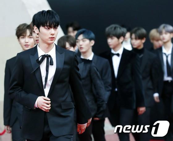 Asia Artist Awards bê cả showbiz lên thảm đỏ: Yoona, Suzy lép vế trước Park Min Young, hơn 100 sao Hàn lộng lẫy đổ bộ - Ảnh 32.