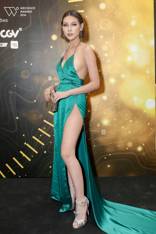 Có đến 2 nàng Bella Hadid thả dáng trên thảm đỏ Gala WeChoice Awards 2016!!! - Ảnh 1.