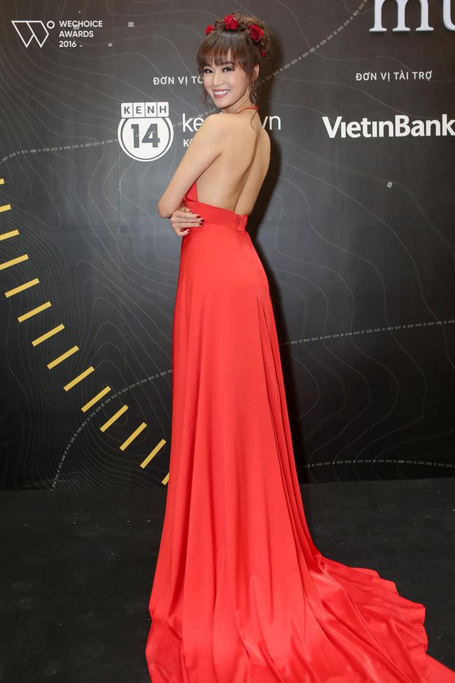 Có đến 2 nàng Bella Hadid thả dáng trên thảm đỏ Gala WeChoice Awards 2016!!! - Ảnh 3.