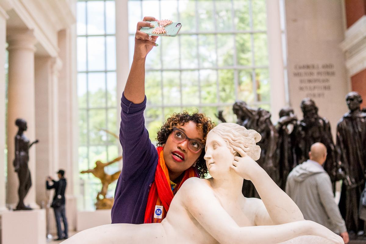 Câu chuyện đi bảo tàng nghệ thuật: Chụp ảnh thoải mái đi, nhưng phải chụp văn minh! - Ảnh 3.