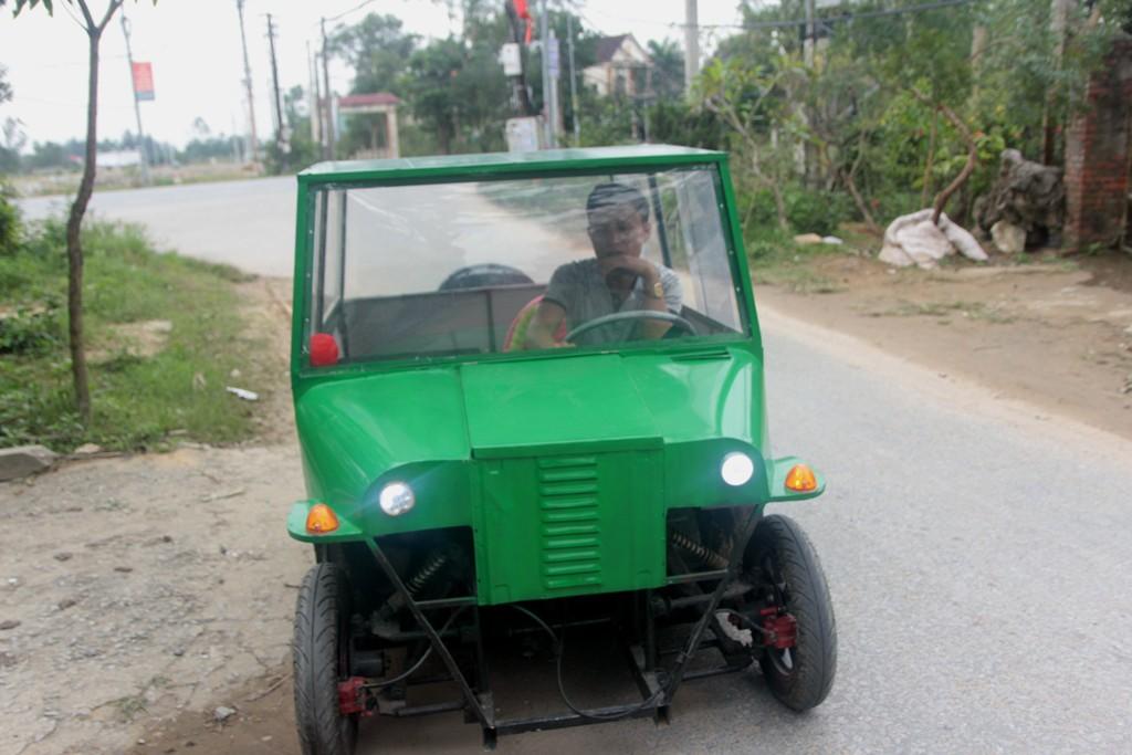 Nghệ An: Người đàn ông tự chế xe ô tô điện giá 15 triệu đồng để chở con gái đi học mỗi ngày - Ảnh 3.