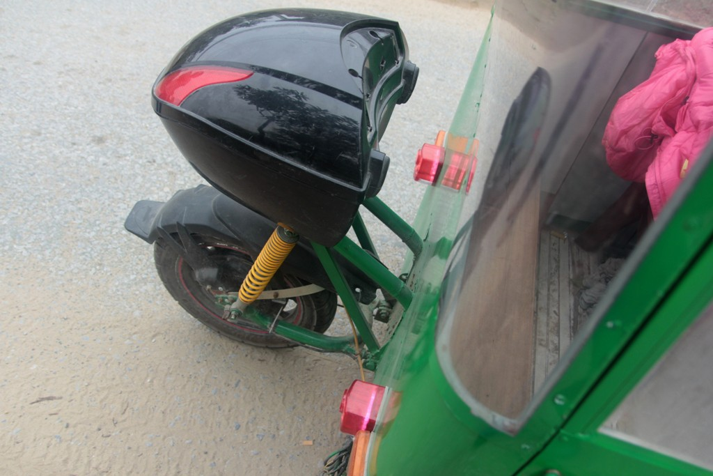 Nghệ An: Người đàn ông tự chế xe ô tô điện giá 15 triệu đồng để chở con gái đi học mỗi ngày - Ảnh 4.