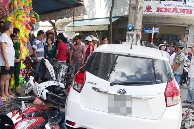 Nghi án người phụ nữ bị bắt cóc lên ô tô cướp tài sản khi đang đi cùng chồng ngay trung tâm Sài Gòn - Ảnh 1.