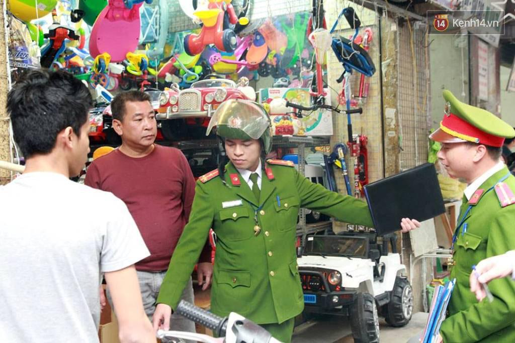 Sau Sài Gòn, Hà Nội ra quân giành lại vỉa hè cho người đi bộ - Ảnh 5.